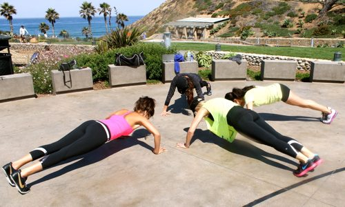 Fletchers-Cove-Workout-Group-with-Elena-Erlandson-Sara-Montazami-and-Briana-Reading-in-plank