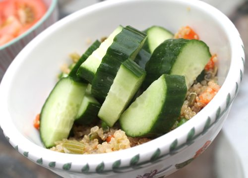 Quinoa-salad-with-peas-carrots-and-avocado-with-tomatoes